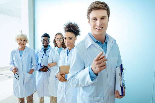 Médicos mais felizes e especialidades médicas com maiores taxas de ...