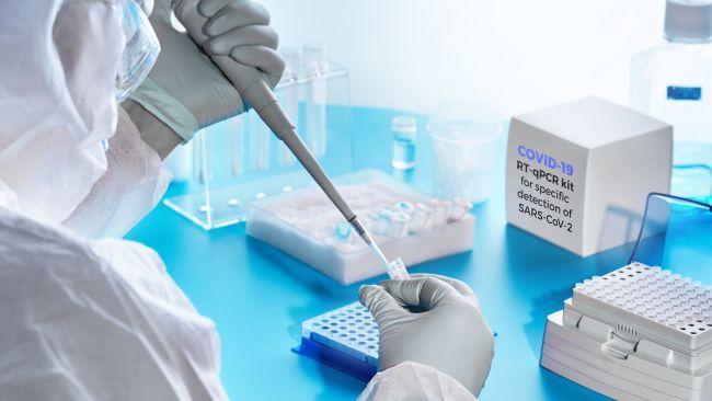 Realização de teste PCR para detecção de SARS-CoV-2