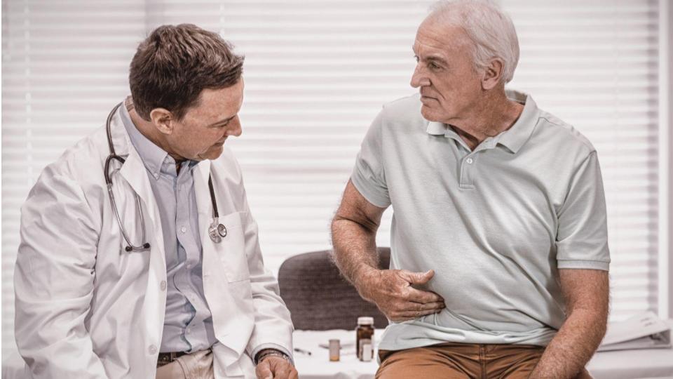 Paciente idoso com dor abdominal